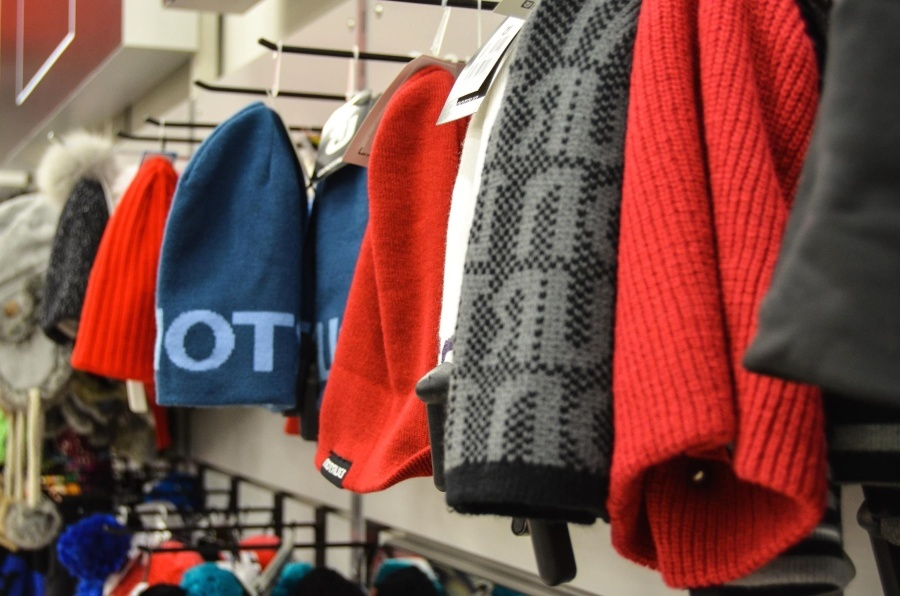 Иностранцы кинулись скупать одежду и обувь в России