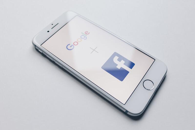 Австралия первой в мире заставила Facebook и Google платить за новости