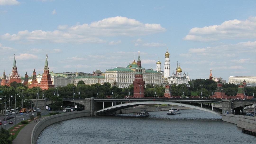 Посольство США незаконно уволило москвичку. Она через суд взыскала с учреждения почти 7 млн рублей