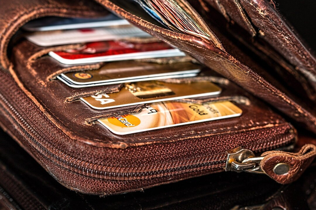 Названы самые популярные мошеннические схемы с банковскими картами