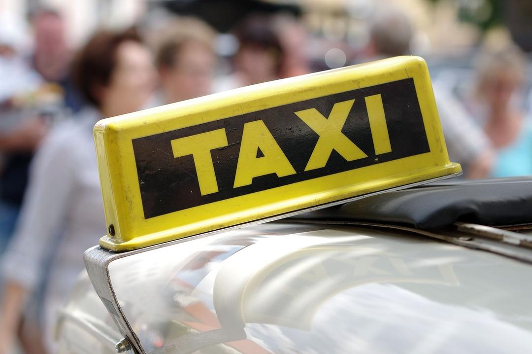 ФАС решила изучить обоснованность роста расценок такси в метель