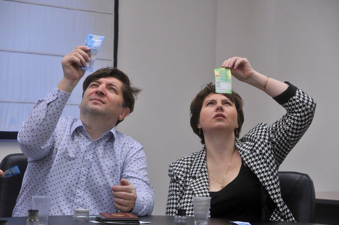 «МРОТ соответствует нищете». Учителя по всей России показали квитанции со своими зарплатами