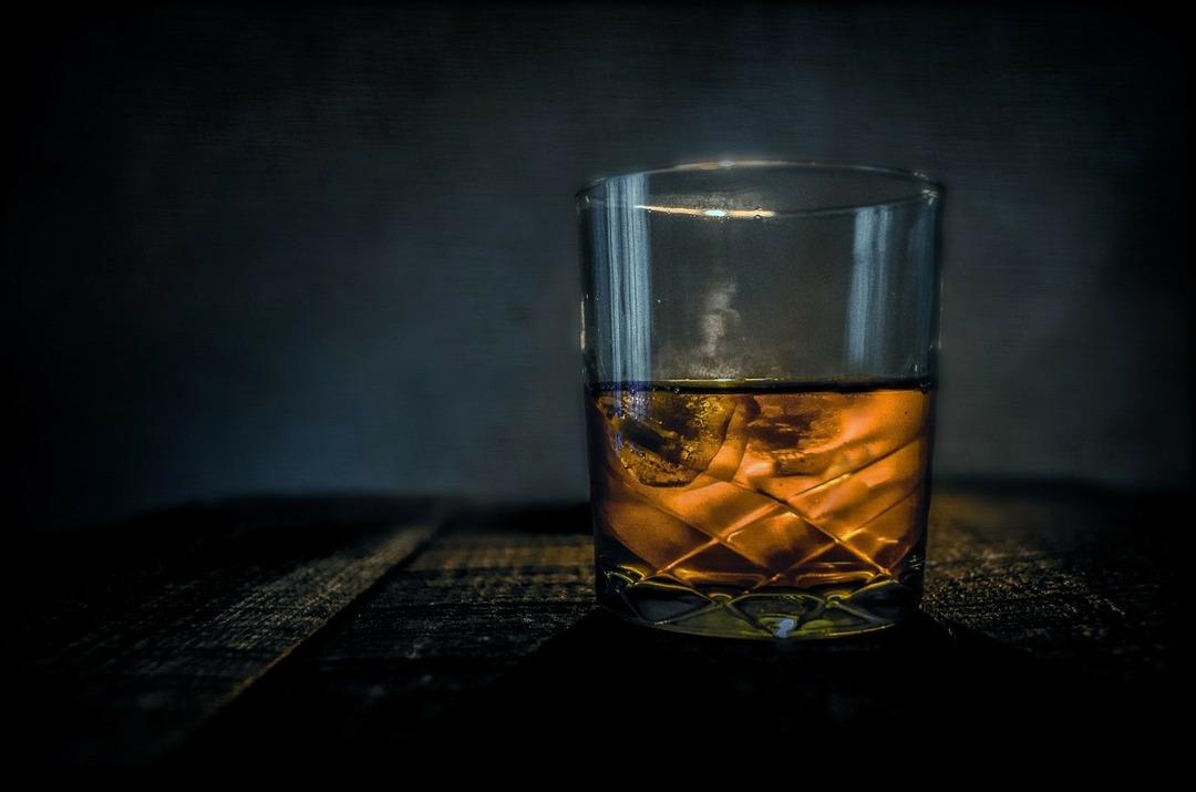 Пандемия подстегнула спрос на более дорогой и крепкий алкоголь
