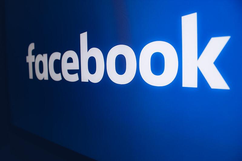 Роскомнадзор потребовал от Facebook разблокировать написанные с релиза ФСБ статьи российских СМИ