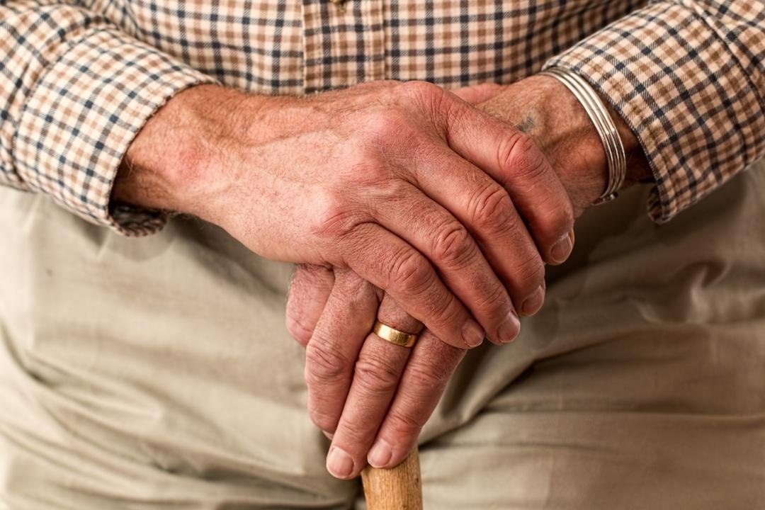 Россияне захотели вернуть прежний пенсионный возраст и уменьшить налоги