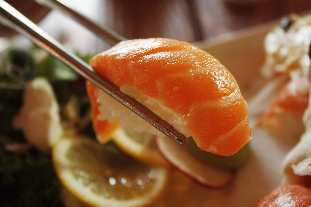 Тайваньцы массово меняют имя на «Лосось» ради бесплатных суши