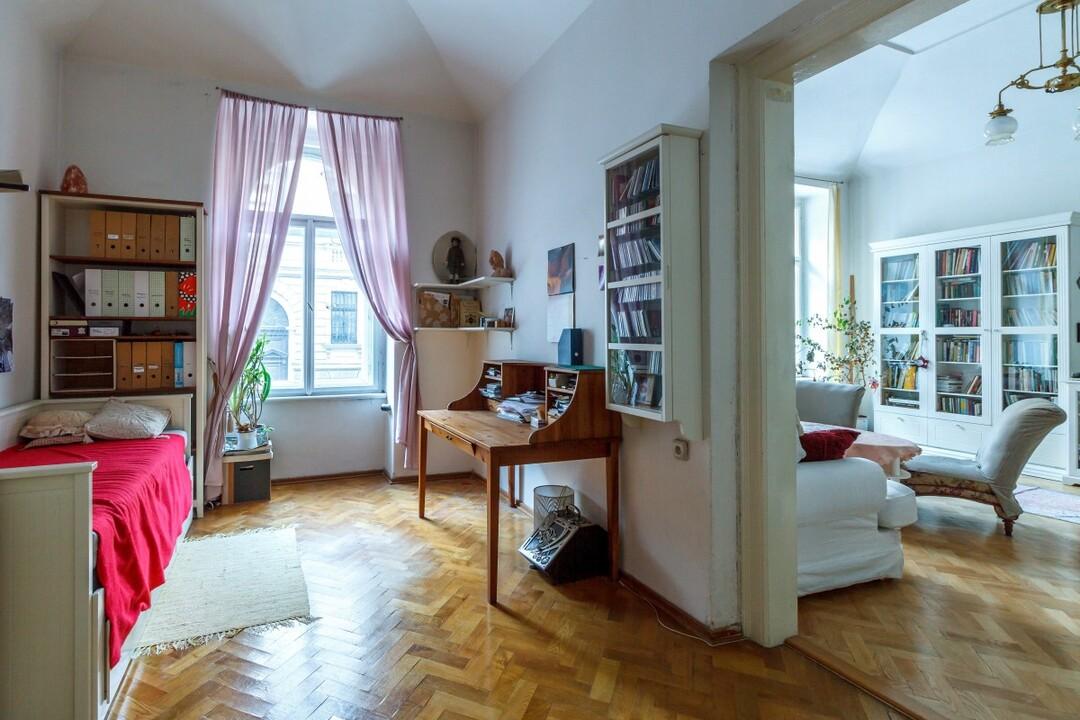 Власти Петербурга решили купить семикомнатные квартиры для госнужд
