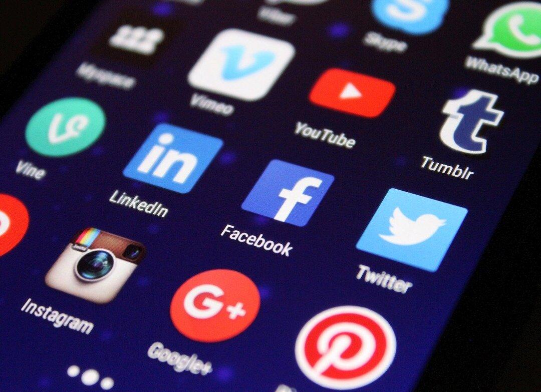 Роскомнадзор опроверг введение регистрации в соцсетях по паспорту