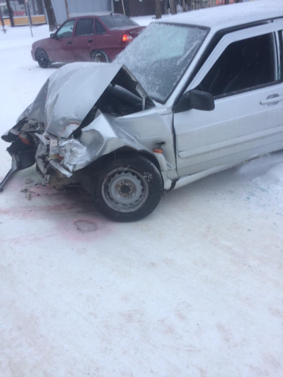 В Смоленской области произошло жесткое ДТП с тягачом и ВАЗом