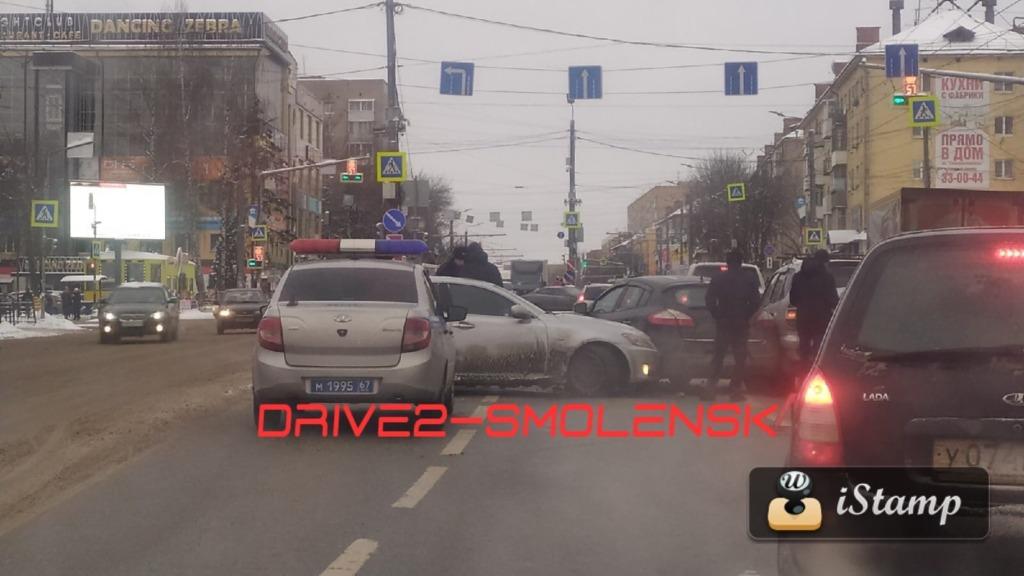ДТП в Смоленске спровоцировало пробку