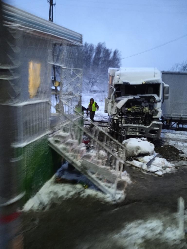 Опубликованы фото жесткой аварии на железной дороге под Смоленском