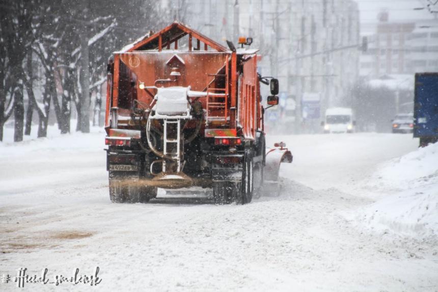 В Смоленске ведут борьбу с последствиями снегопадов