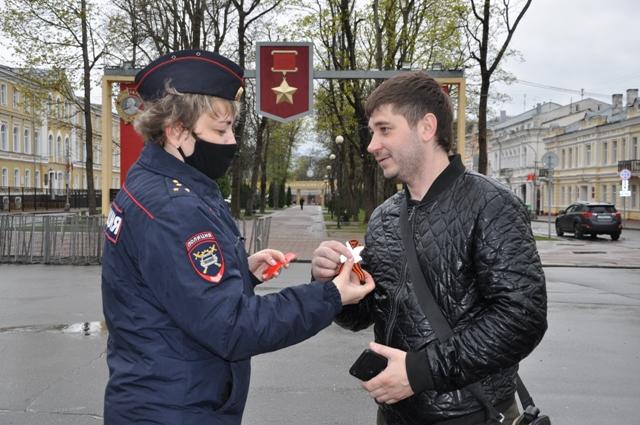 В Смоленске провели праздничную акцию «Спасибо за мирное небо!»