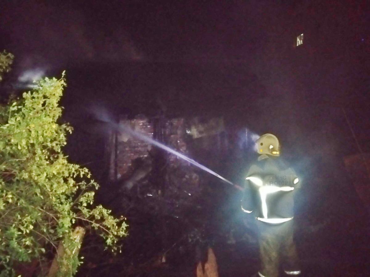 В Смоленске загорелся четырехквартирный дом