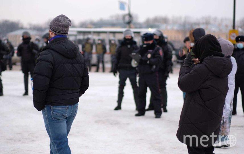 Пострадавшая от удара полицейского и мужчина, напавший на сотрудников ДПС: итоги несогласованной акции в Петербурге