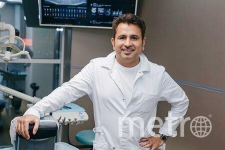 Стоматолог Капил Кхурана рассказал о новой технологии лечения зубов без пломб