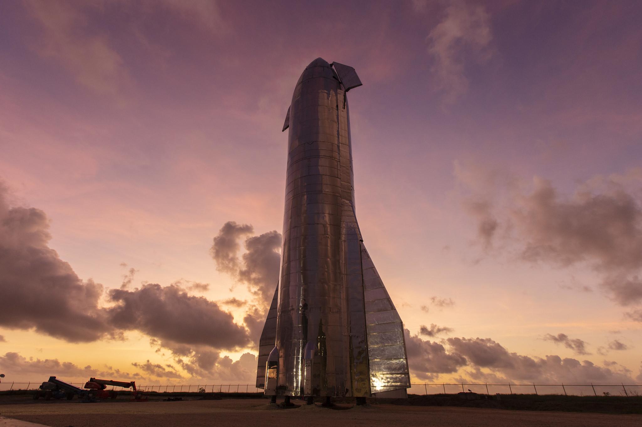 Прототип корабля SpaceX для полётов на Марс взорвался после успешного тестового полёта