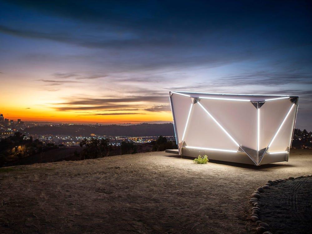 Бывшие дизайнеры SpaceX и Tesla создали капсульный дом, который можно разместить где угодно