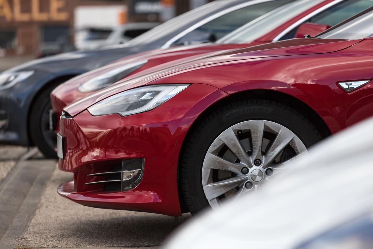 Илон Маск предлагал Apple купить Tesla. Тим Кук отказался от встречи