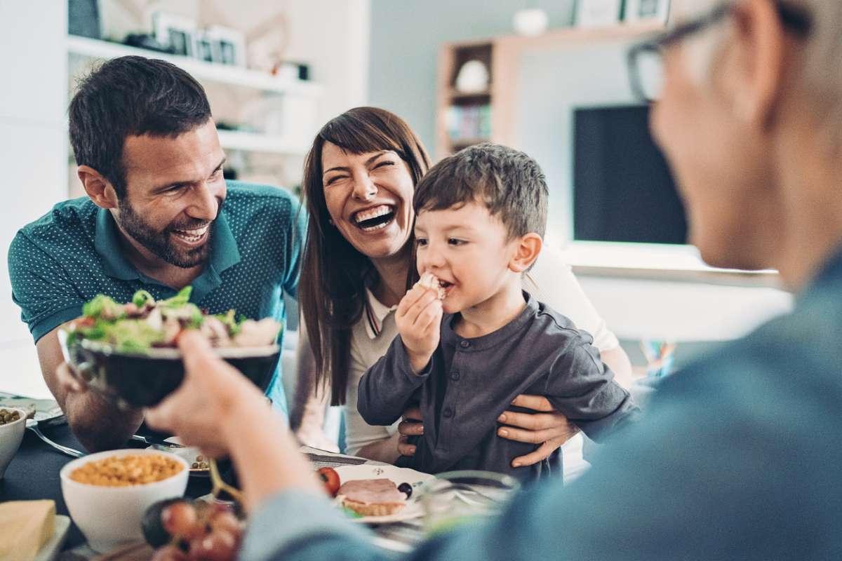 Названы 9 правил питания, которые помогают жить дольше