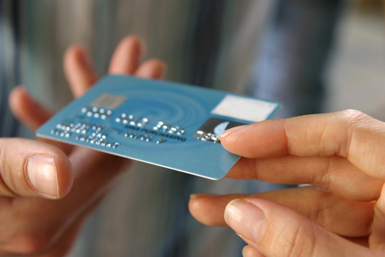 «Сбер» и ВТБ хотят заменить 40-50% пластиковых карт цифровыми к 2023 году