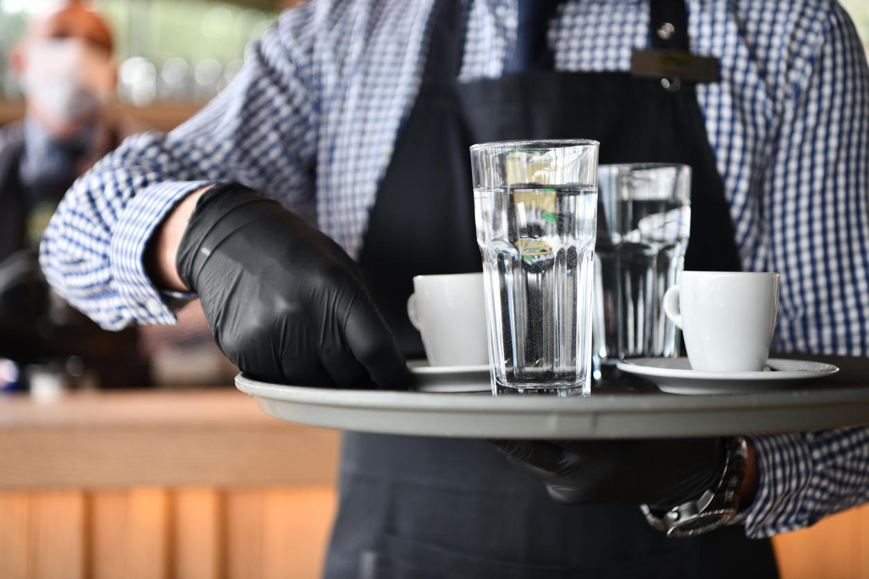 Из-за новогодних ограничений рестораны Петербурга потеряли более трети дохода