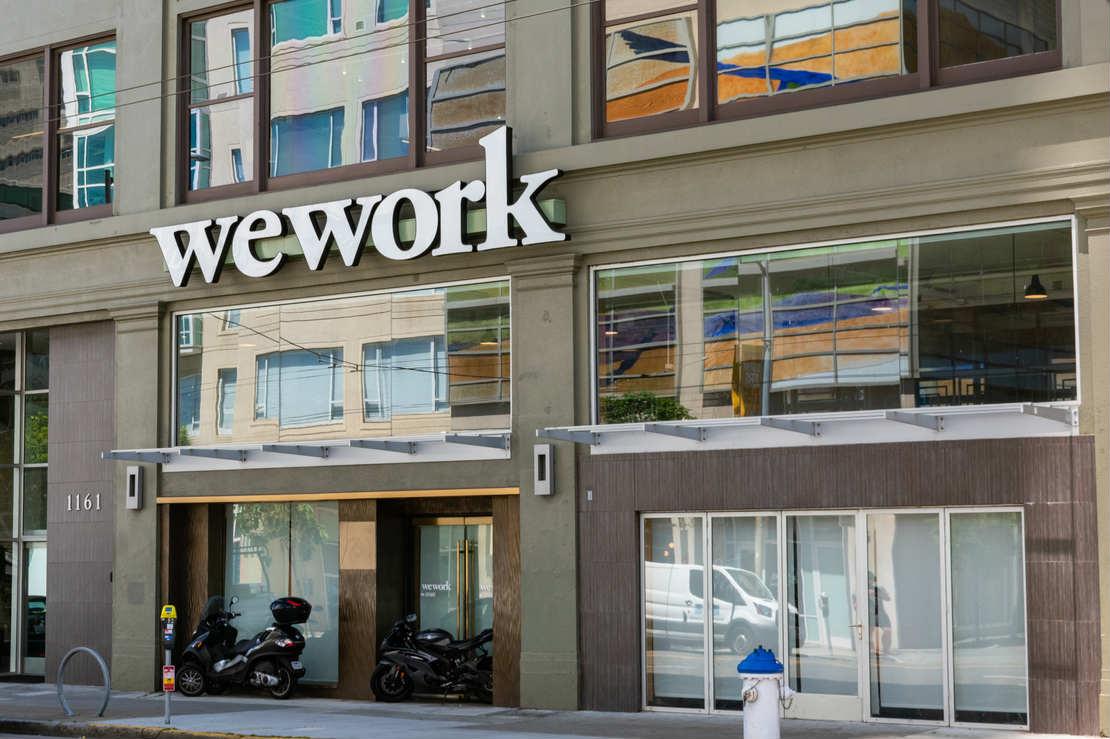 SoftBank заплатит Адаму Нейману $480 млн за долю в WeWork ради сделки со SPAC. В 2019 году его выгнали из компании