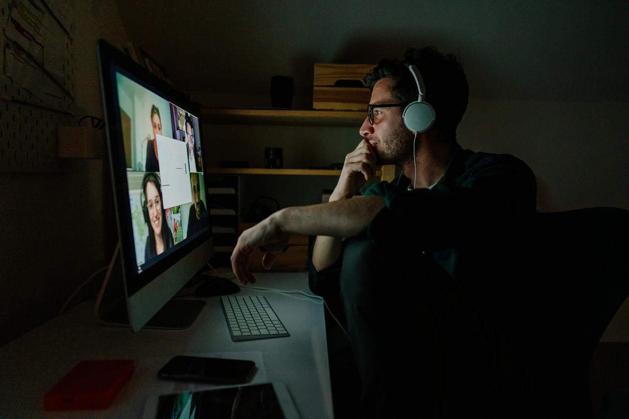 15% людей видели коллег без одежды во время видеозвонков