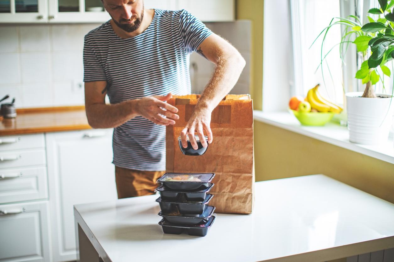 Ozon запустил экспресс-доставку готовой еды от «Азбуки вкуса»