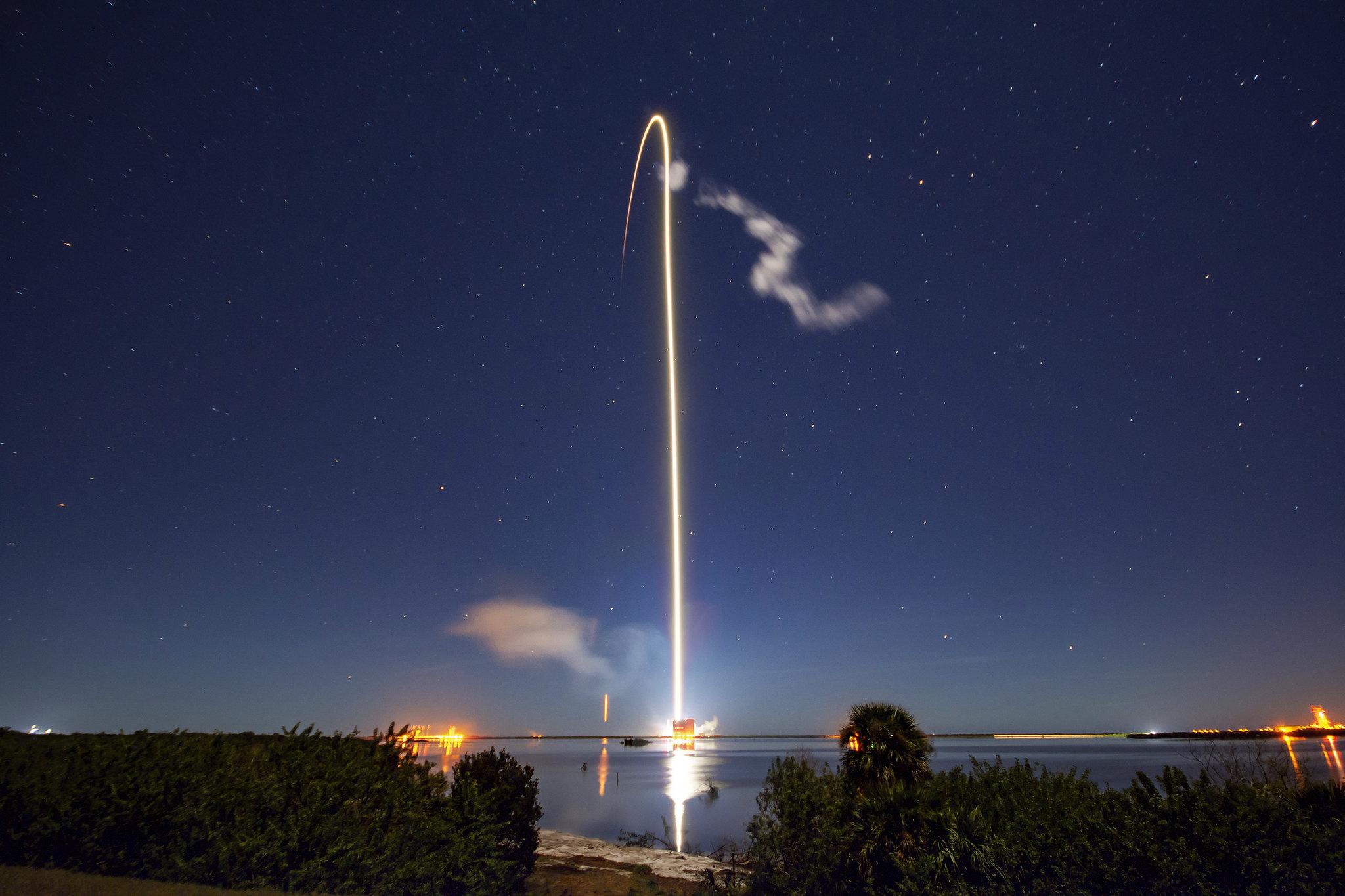 SpaceX запланировала подключить к Starlink грузовики, самолёты и корабли