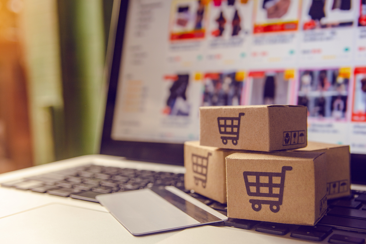 Из-за пандемии у покупателей появилось новое развлечение: они выбирают больше товаров в интернет-магазинах и бросают заказы до оплаты