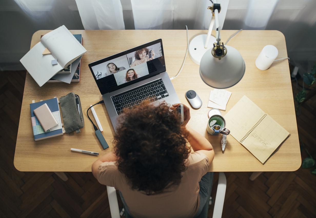 Глава компании из США стал проводить онлайн-уроки для детей, чтобы поддержать семьи сотрудников во время пандемии