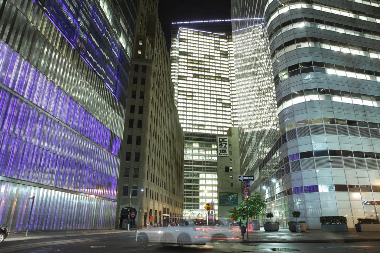 Сотрудники Goldman Sachs пожаловались на 100-часовую рабочую неделю. Глава банка разрешил им не работать по субботам
