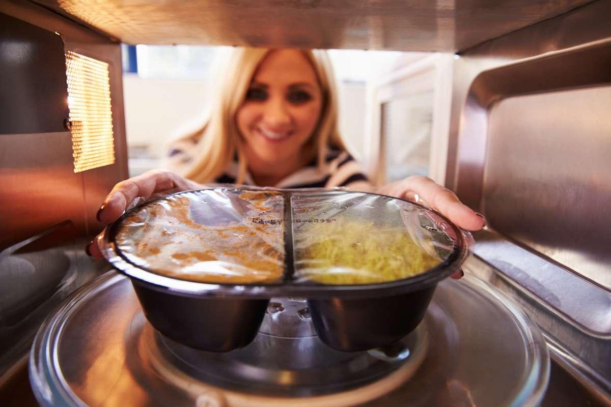 Частое употребление еды, приготовленной вне дома, повышает риск смерти, выяснили ученые