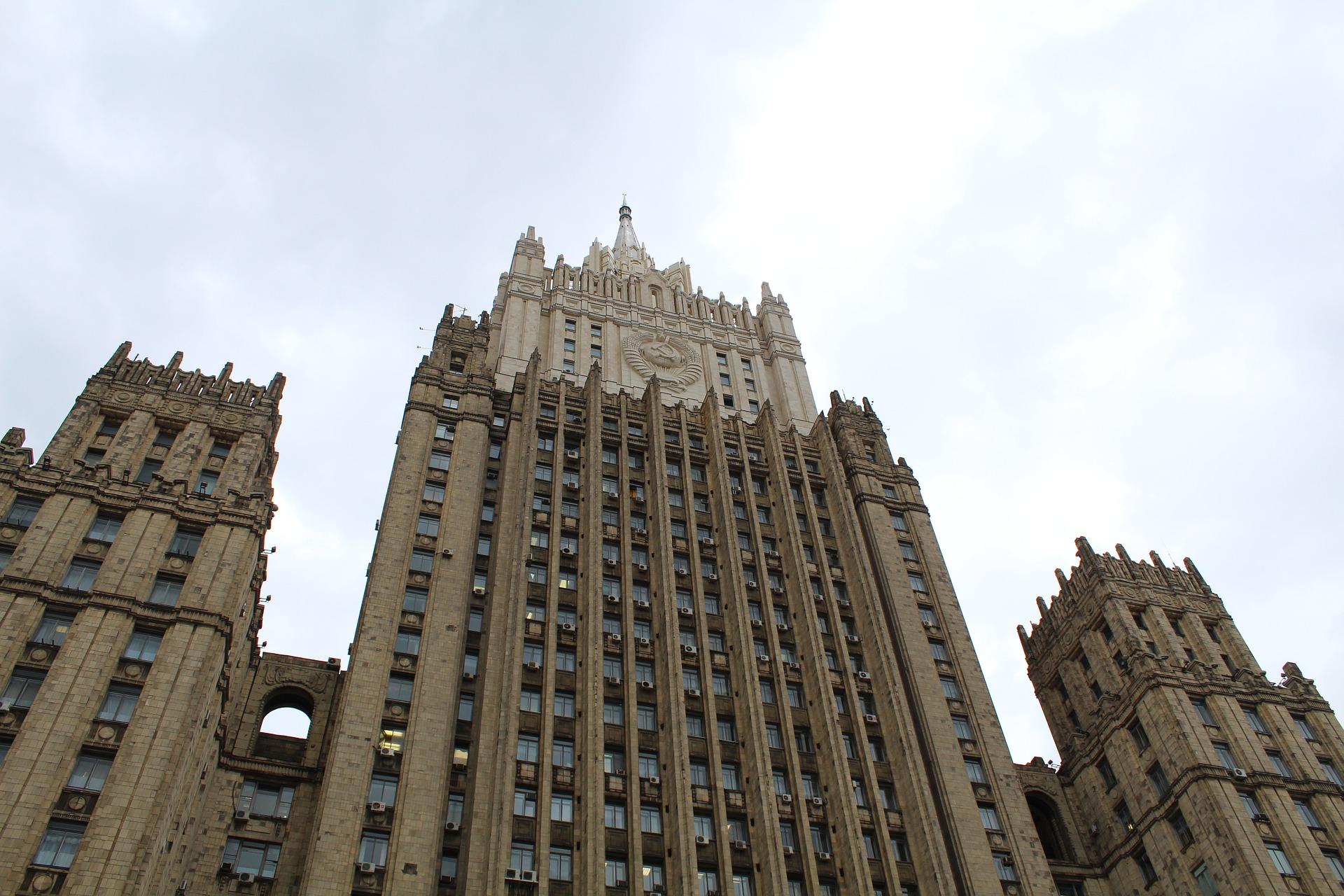 В МИД РФ заявили, что 'грязная' информационная кампания против российской вакцины 'Спутник V' не завершена