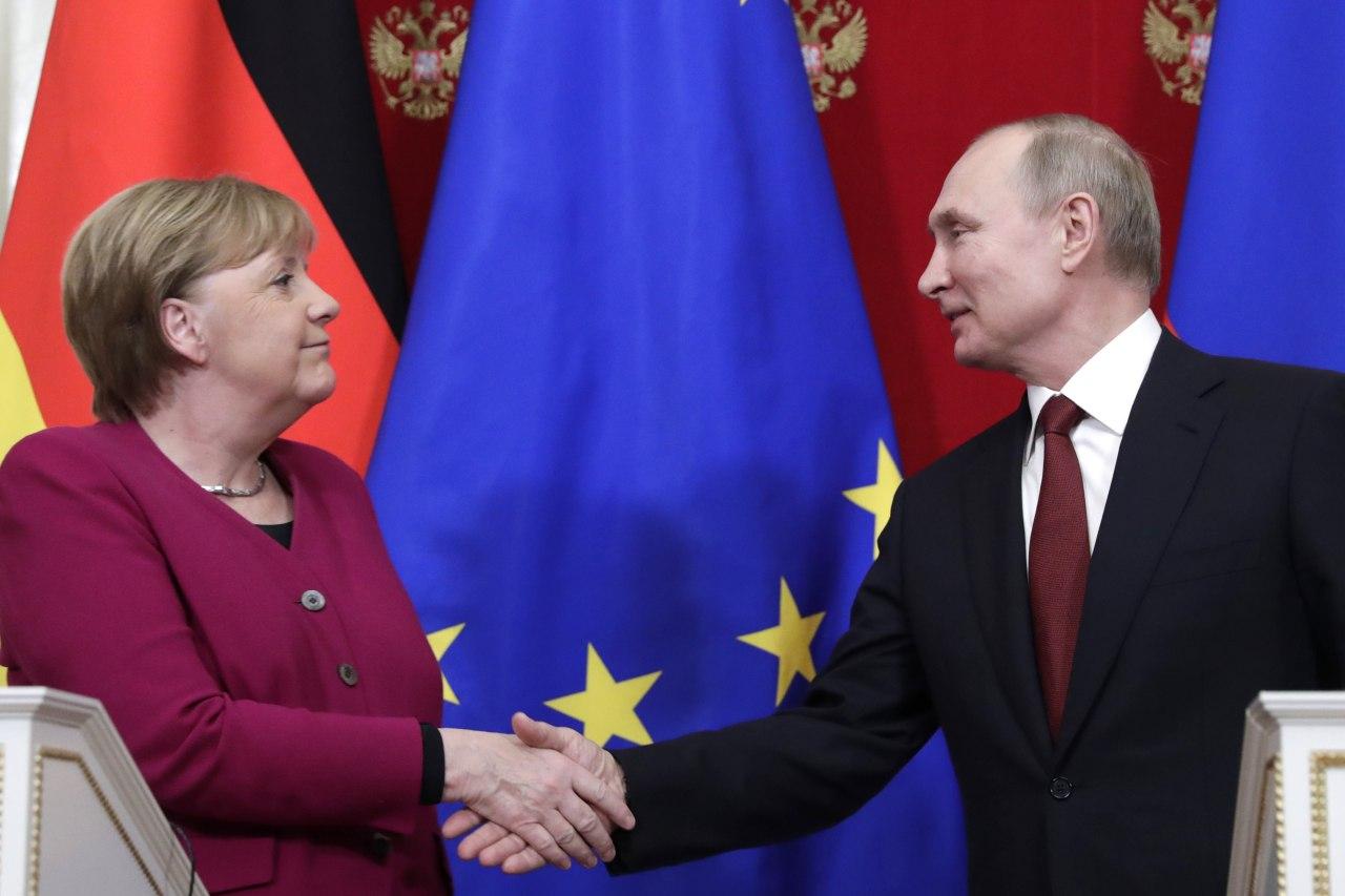 Путин провёл телефонный разговор с Меркель