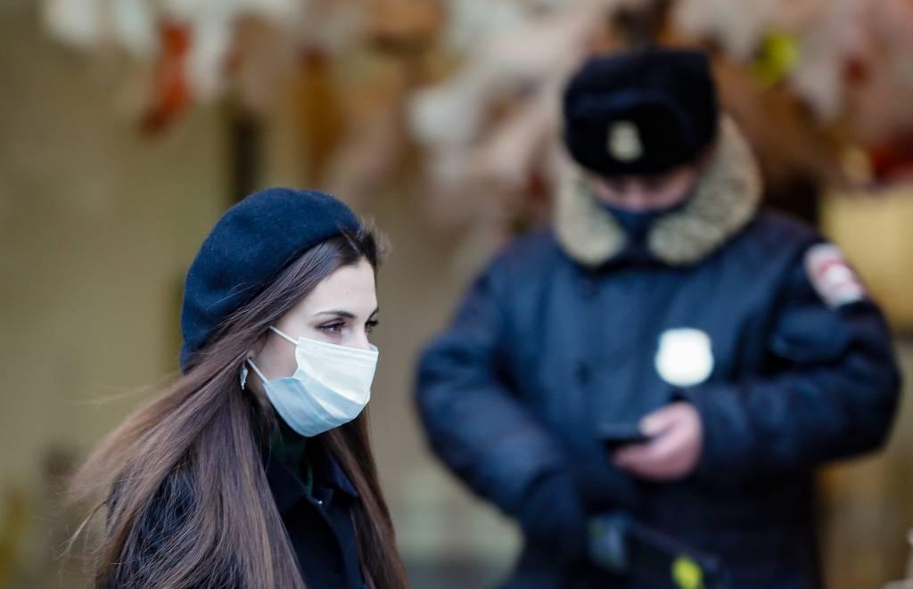 Глава Минздрава рассказал, как долго будут нужны ограничения по коронавирусу