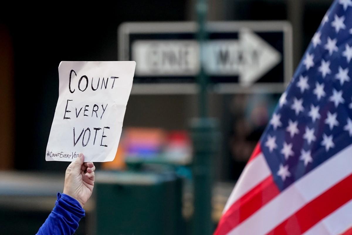Генпрокурор Техаса потребовал признать недействительными итоги выборов президента США в четырёх штатах