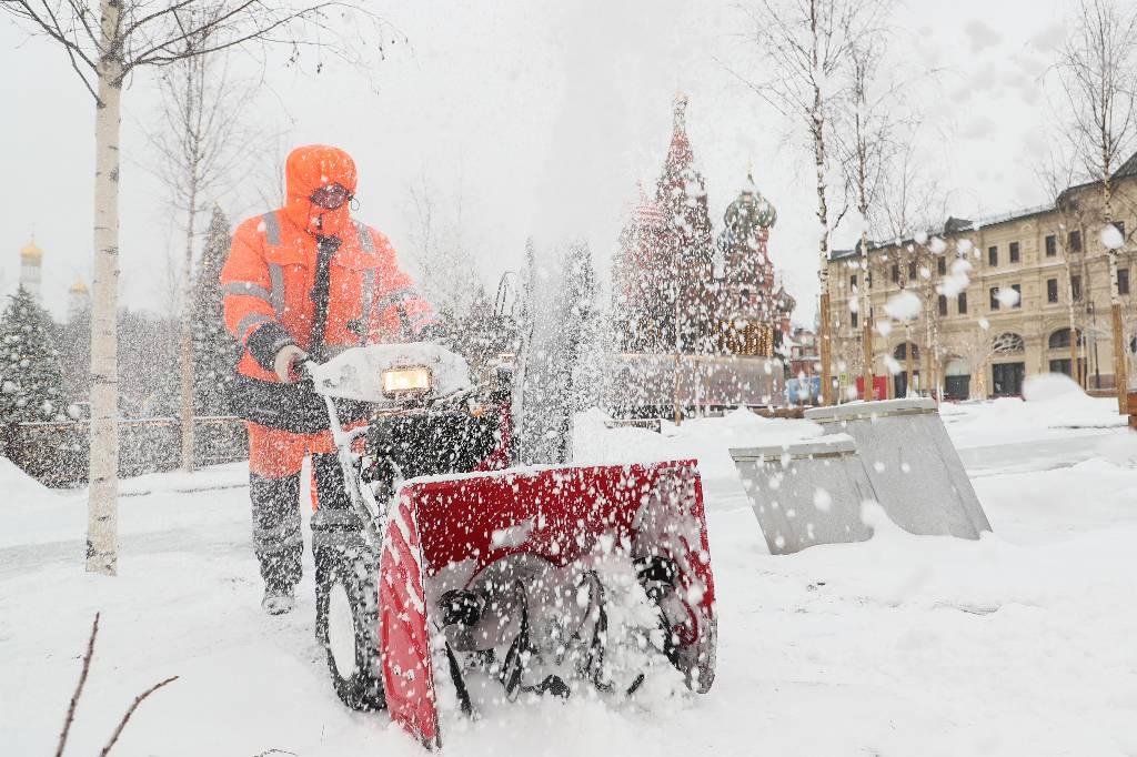 Москва к снегу готова