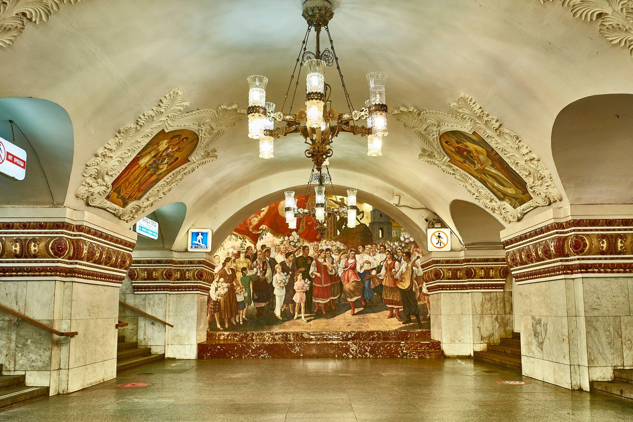 Девушка переехала из Москвы в Нью-Йорк, но самым большим шоком для неё стала разница в метро — фото