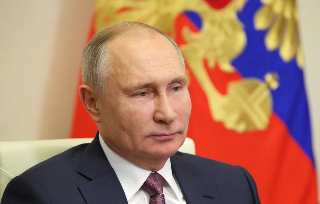 В Кремле заявили, что Путина невозможно представить в образе 'трепетного юнца'