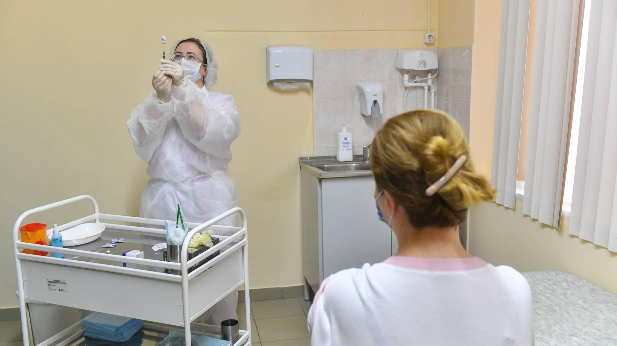 'Вакцинация по-русски'. Врач назвал главную ошибку прививания россиян от ковида