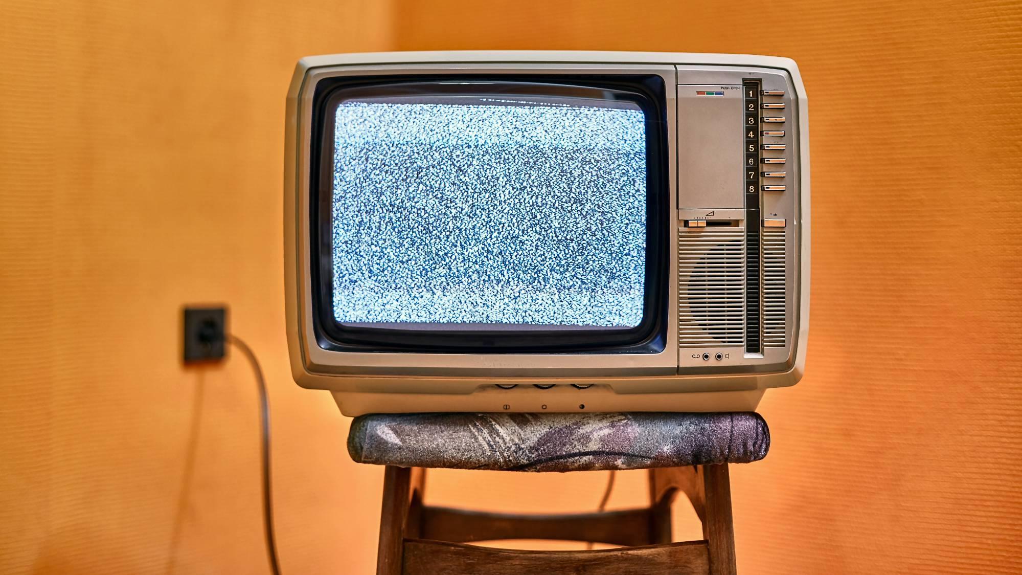 Почему телевизор лагает и как решить проблему? 6 способов — от чистки кеша до настройки Интернета