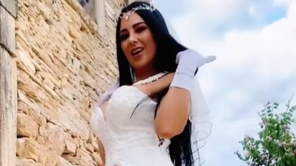 'Самая сексуальная женщина Бразилии' надела на свадьбу голое платье, не оставив жениху ни шанса