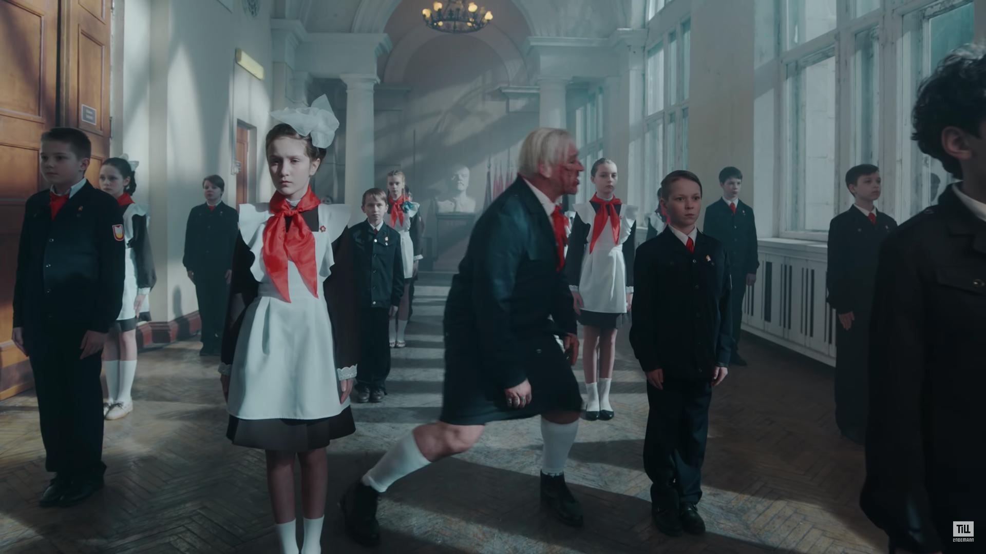 Солист Rammstein в День защиты детей выпустил клип на песню про ненависть к малышам