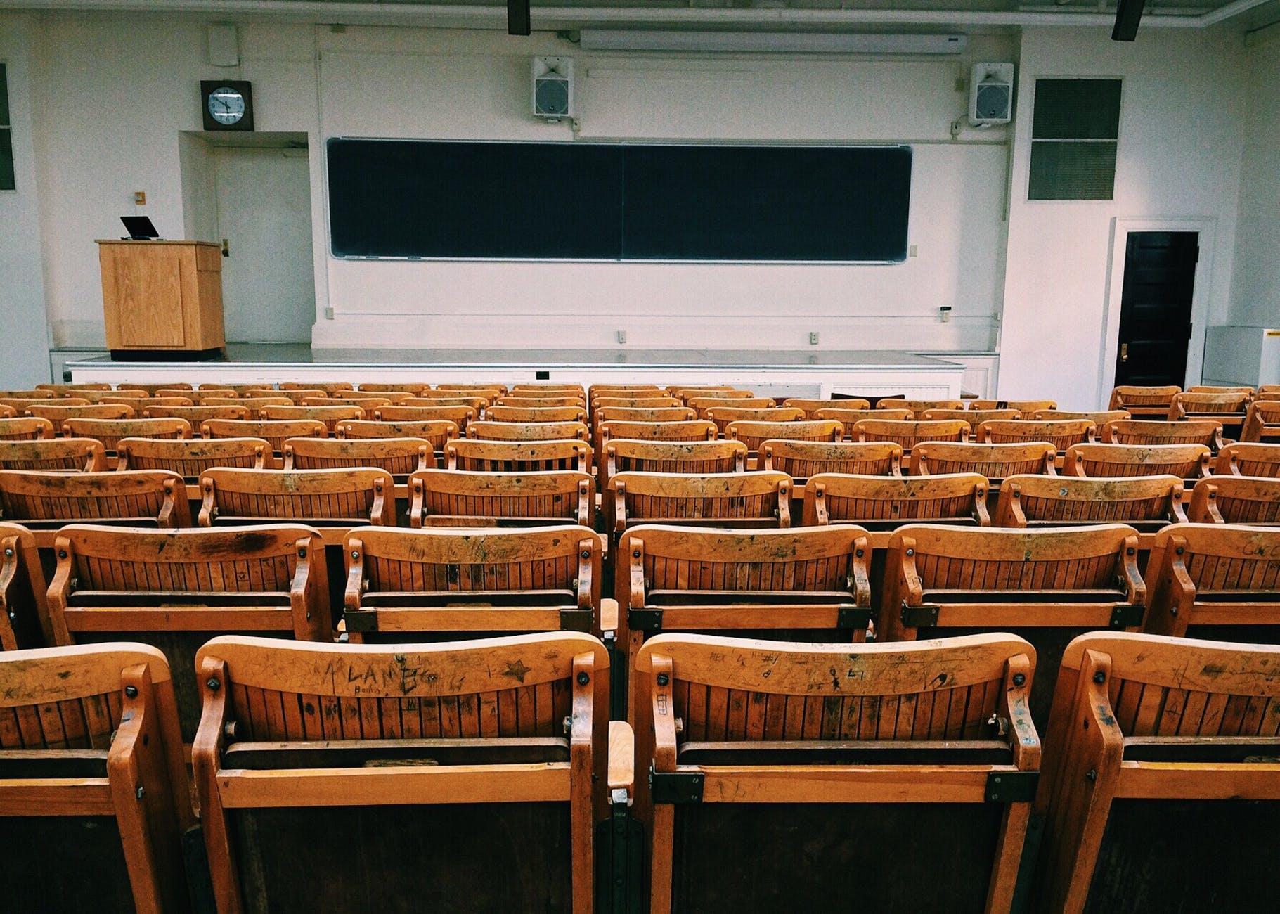 Есть две причины: Депутат Госдумы объяснил, чем бесплатное образование лучше платного