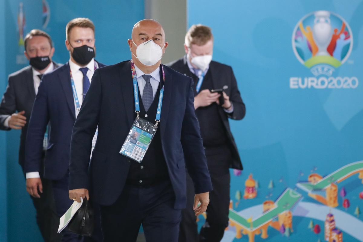 Песков отказался комментировать возможную отставку Черчесова после провала на Евро-2020