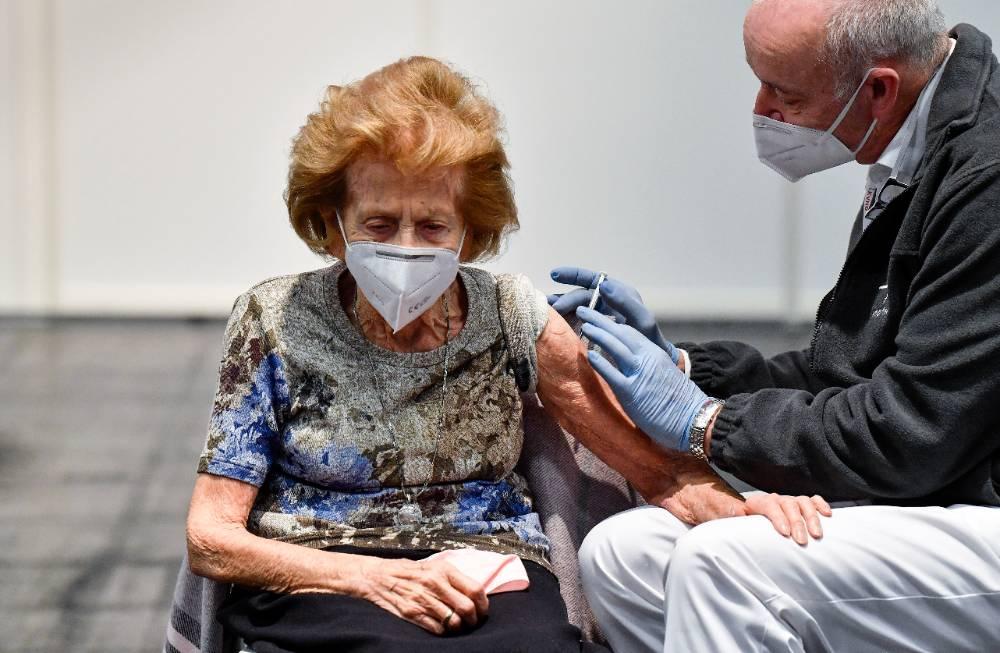 Депутат Госдумы предложил выплатить пенсионерам пособие за вакцинацию от ковида
