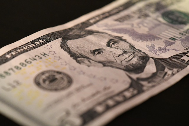 Россиянам объяснили, что будет с рублём после отказа от доллара