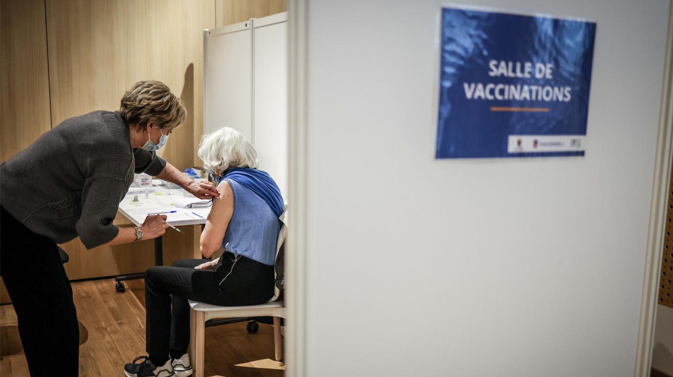 СМИ узнали о давлении на европейский регулятор для ускоренной регистрации вакцины Pfizer